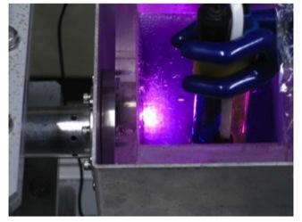 ナノ粒子合成時のプラズマ発生部の写真